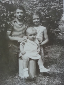 Mom with her brothers Ronnie (L) and Joel